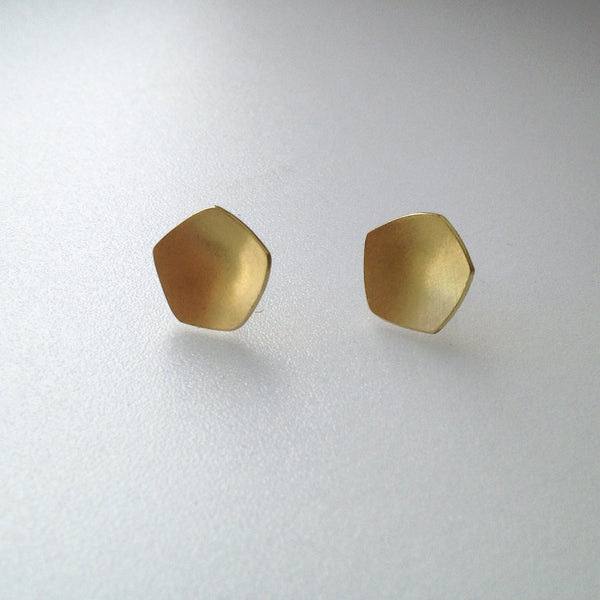 Calyx shaped 18 ct gold stud earrings www.wyckoffsmith.com