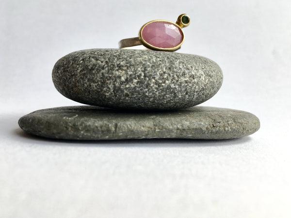 Pink sapphire and green tourmaline set in 18 ct gold on top of a silver band by Wyckoff Smith Jewellery