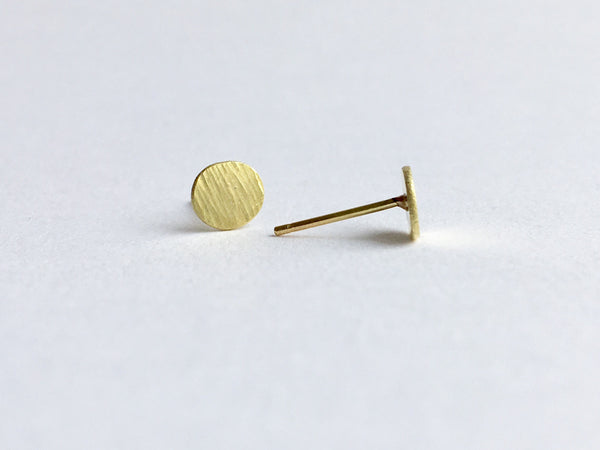Front and side view of textured 18 ct gold stud earring by Wyckoff Smith Jewellery