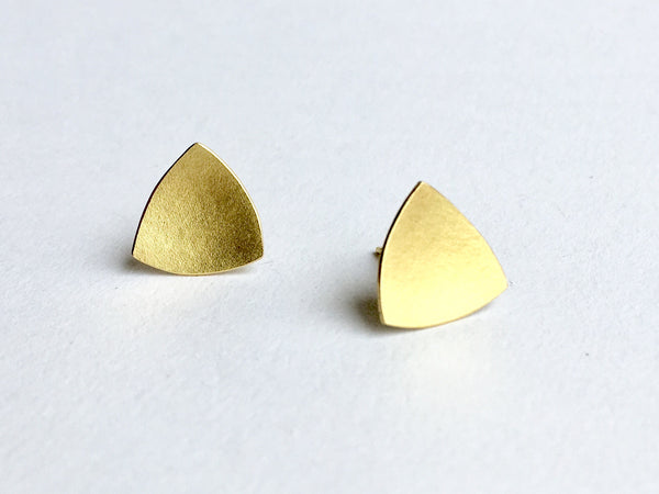 18 ct gold organic shaped triangle earrings by Wyckoff Smith Jewellery