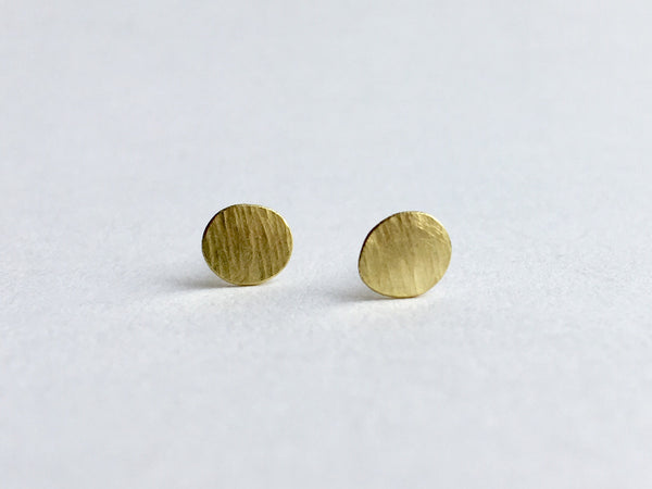 Line textured 18 ct gold post earring by Michele Wyckoff Smith