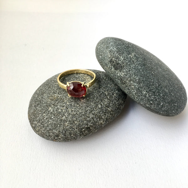 Wyckoff Smith Jewellery - rose cut garnet ring set in 18 ct gold on grey pebbles
