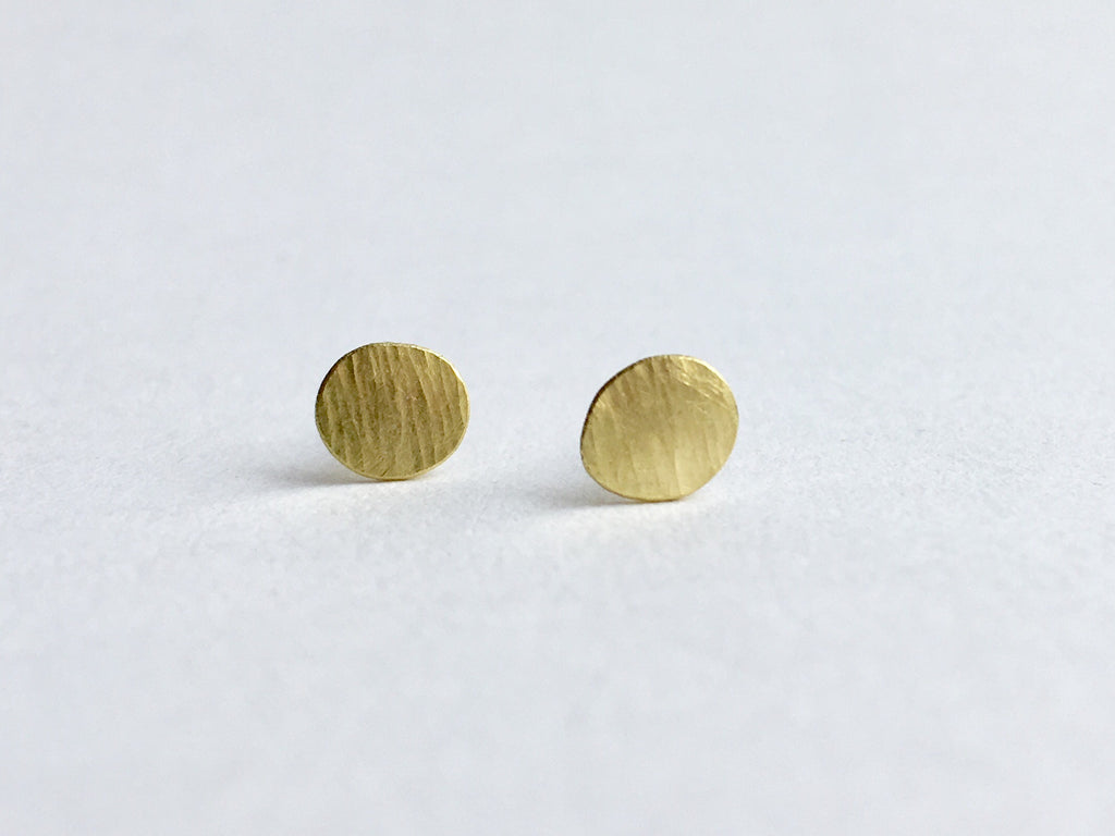 Line textured 18 ct gold stud earring by Michele Wyckoff Smith