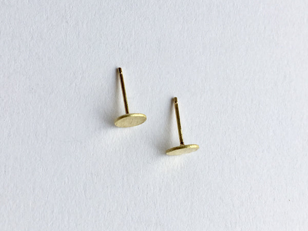 Top view of line textured 18 ct gold earrings by Wyckoff Smith Jewellery