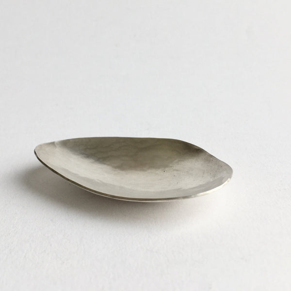 Mussel shaped oval tea caddy spoon by Wyckoff Smith Jewellery