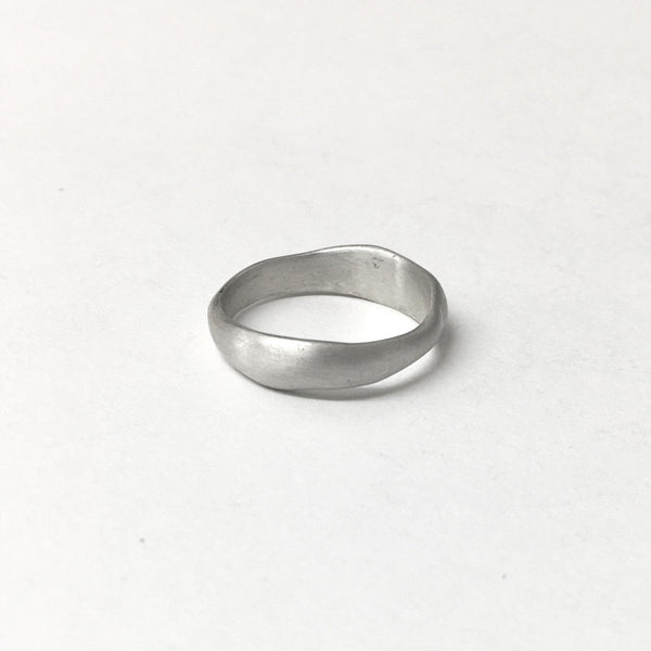 Organic shaped wedding ring by Wyckoff Smith Jewellery