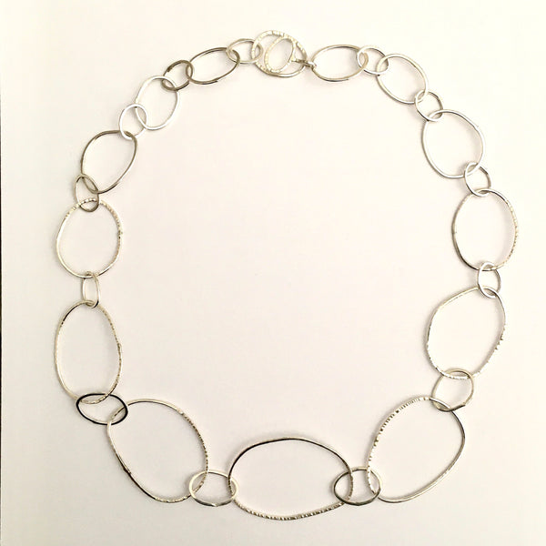 Handmade silver hammered pebble shape chain by www.wyckoffsmit.com