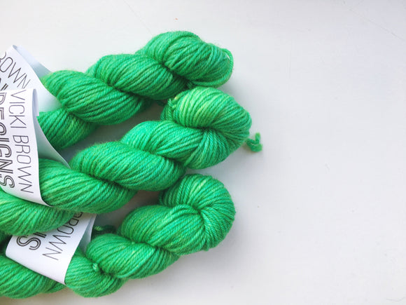 Holly - Hand dyed 4ply/sock yarn 20g/85m superwash merino, nylon blend