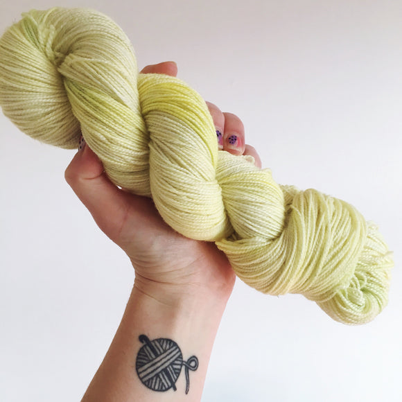 Daffodils - Hand dyed DK yarn 100g/225M superwash merino