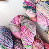 Best Mates - Hand dyed DK yarn 100g/225M superwash merino