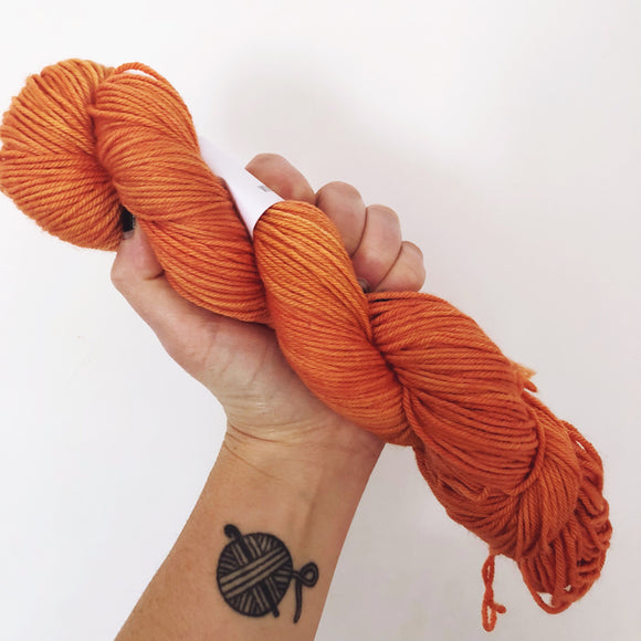Kingfisher Orange - Hand dyed DK yarn 100g/225M superwash merino