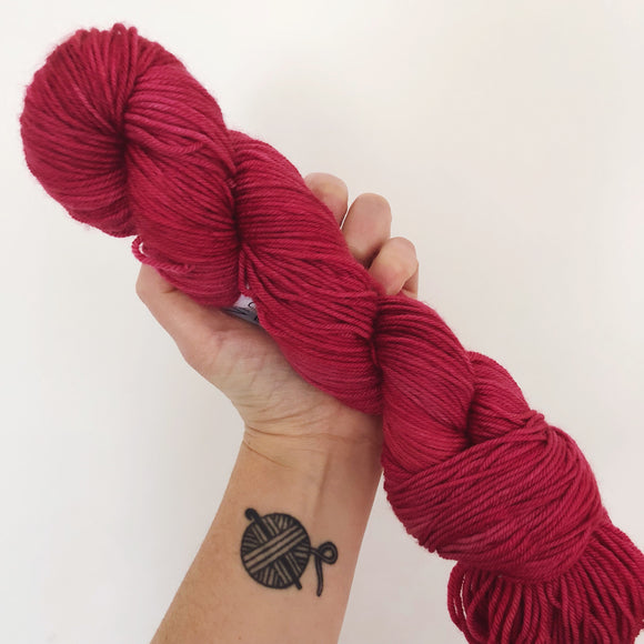 Juliet - Hand dyed DK yarn 100g/225M superwash merino
