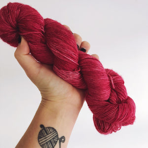 Juliet - Hand dyed 4ply/sock yarn 100g/366m superwash merino singles