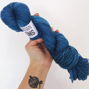 Kingfisher Blue - Hand dyed 4ply/sock yarn 100g/365m superwash merino, nylon blend - High Twist