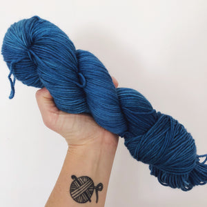 Kingfisher Blue - Hand dyed DK yarn 100g/225M superwash merino
