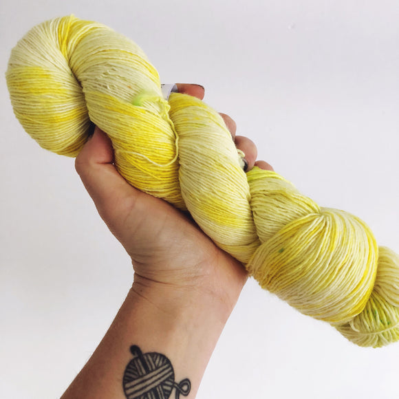 Aneira - Hand dyed 4ply/sock yarn 100g/366m superwash merino singles