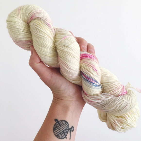 Fluttershy - Hand dyed - 4ply/sock yarn - 100g/400m - superwash merino - nylon - sparkle