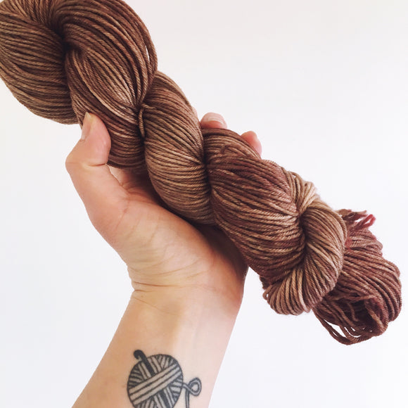 Chocolate - Hand dyed DK yarn 100g/225M superwash merino