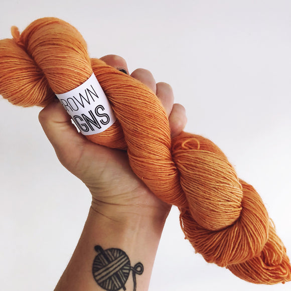 Kingfisher Orange - Hand dyed 4ply/sock yarn 100g/366m superwash merino singles