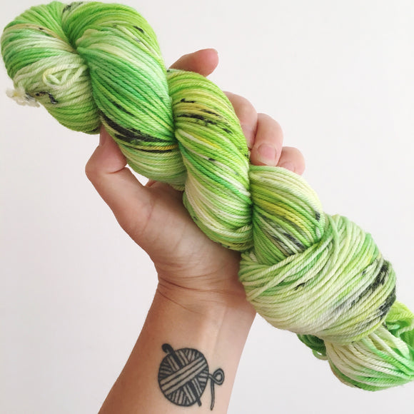 Kiwis - Hand dyed DK yarn 100g/225M superwash merino