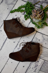 Lily Dual Texture Wedge {Brown}