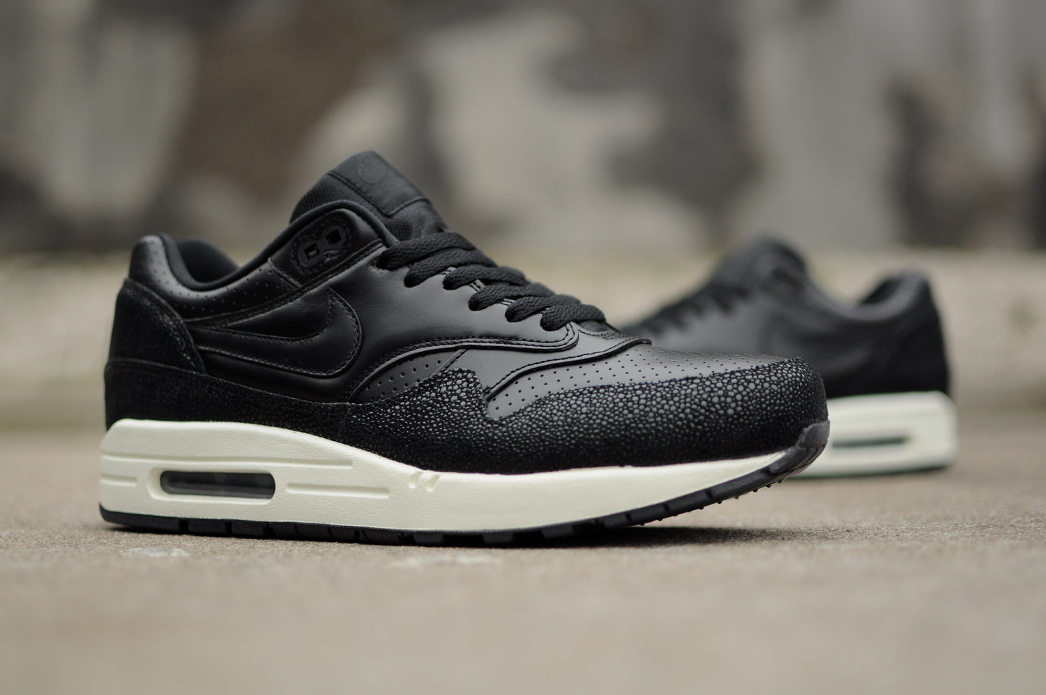 "Nike Air Max 1 Leather PA ""Stingray</p>                     </div> 		  <!--bof Product URL --> 										<!--eof Product URL --> 					<!--bof Quantity Discounts table --> 											<!--eof Quantity Discounts table --> 				</div> 				                       			</dd> 						<dt class="