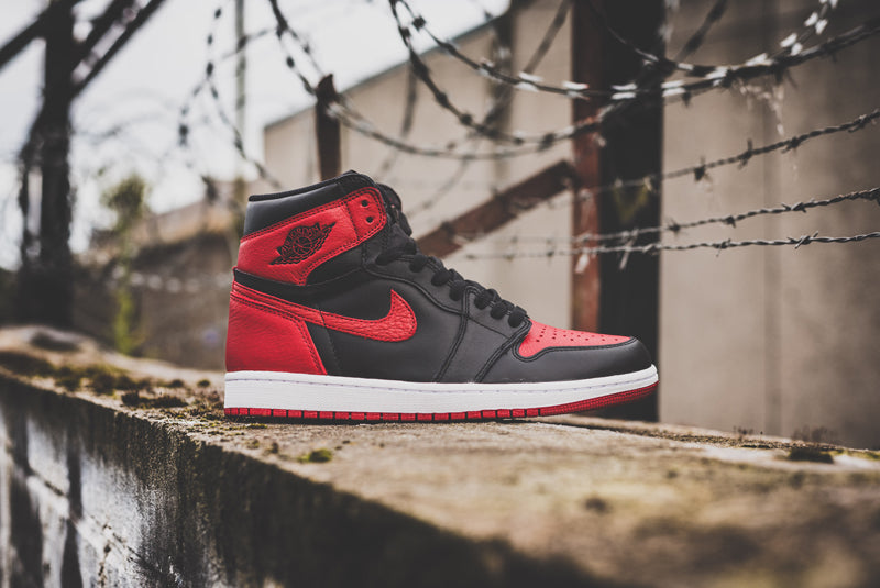 "Nike Air Jordan 1 Retro High OG ""Banned"" 555088-001 01 800pix"