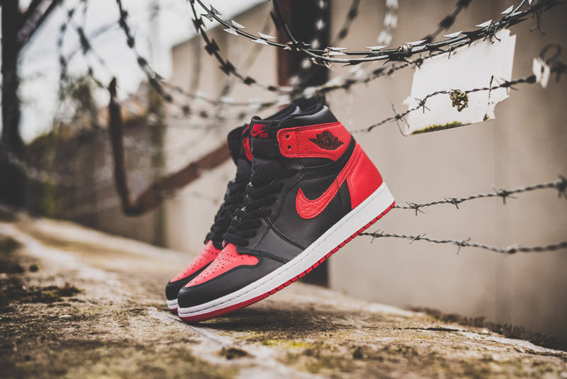 "Nike Air Jordan 1 Retro High OG ""Banned"" 555088-001 02 800pix"