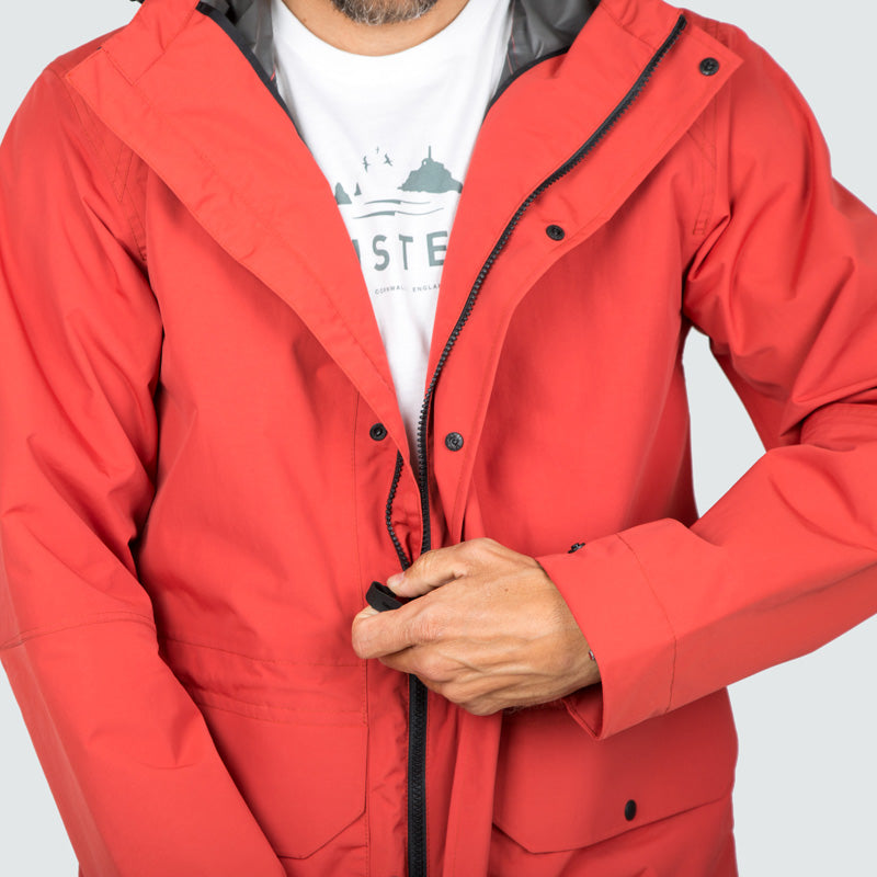 litus_jacket_red_clay_m_onbody_detail