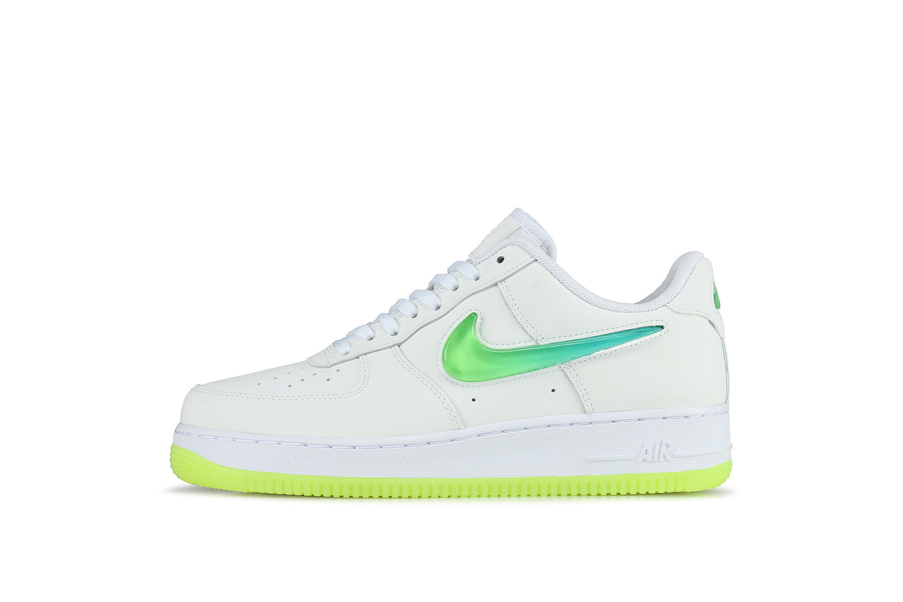 competitive price 0d047 2d31e Nike Air Force 1 07 Premium 2