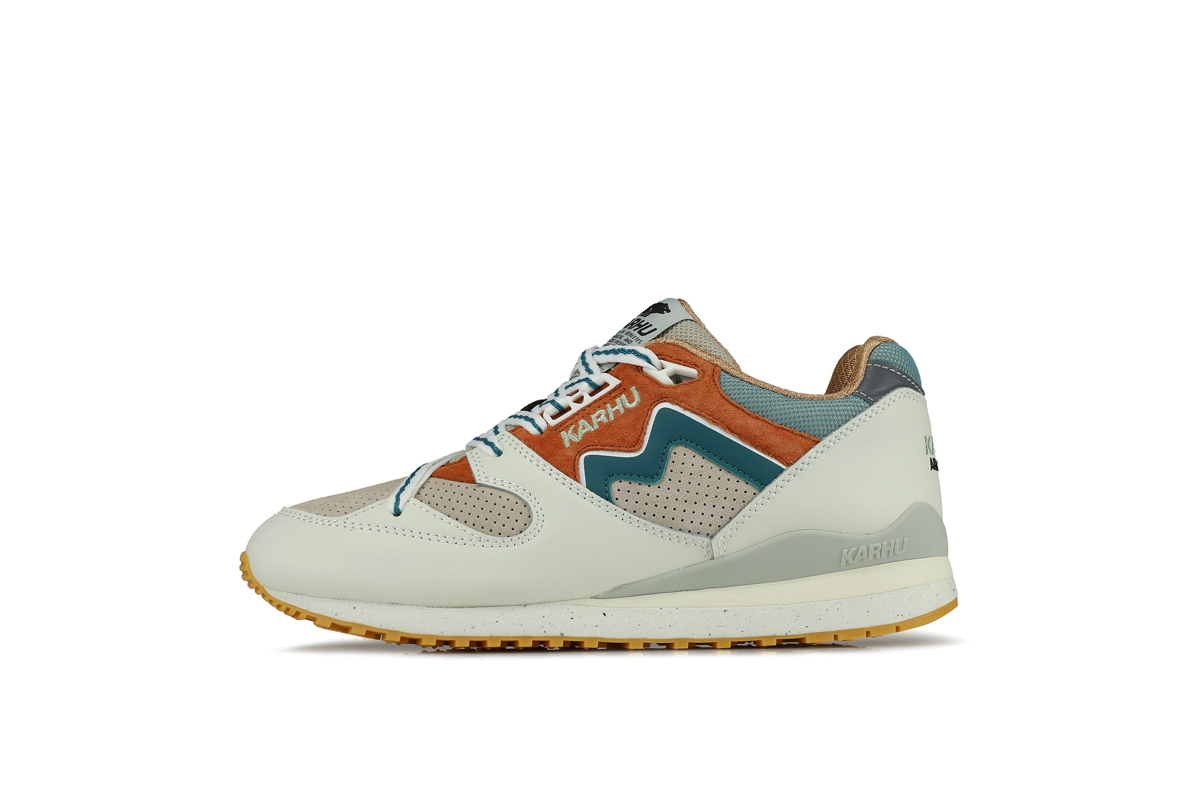 "Karhu Synchron Classic ""Month Of The Pearl"""
