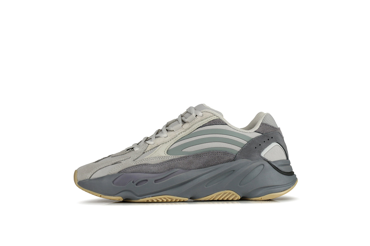 outlet store sale cb326 f8353 Adidas Yeezy Boost 700 V2