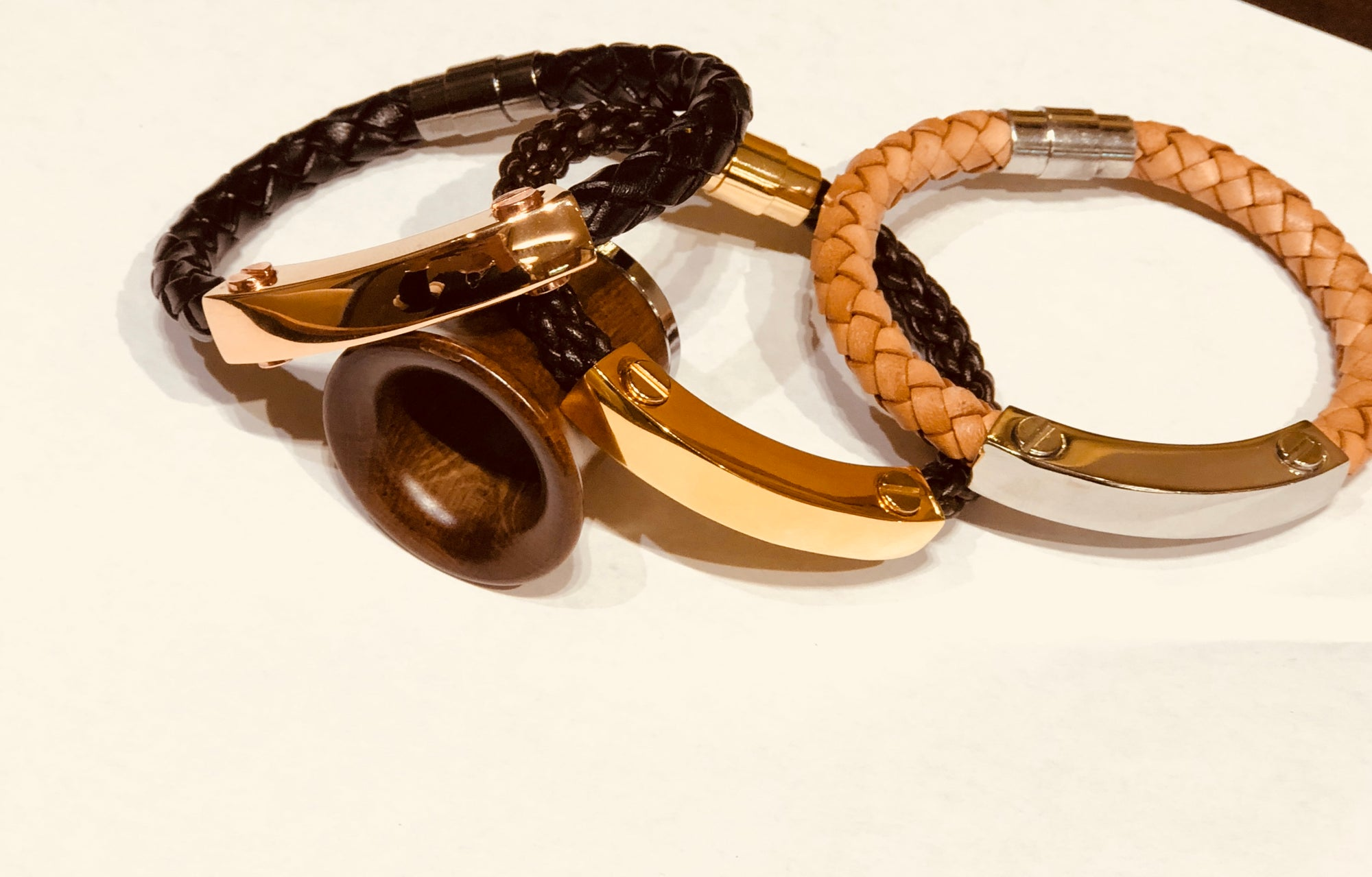 MEN'S LEATHER AND METAL BRACELETS