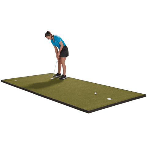 golfer-putting-on-fiberbuilt-6-x-12-putting-green