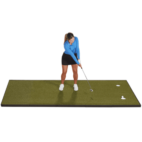 golfer-putting-on-4-x-10-fiberbuilt-putting-green