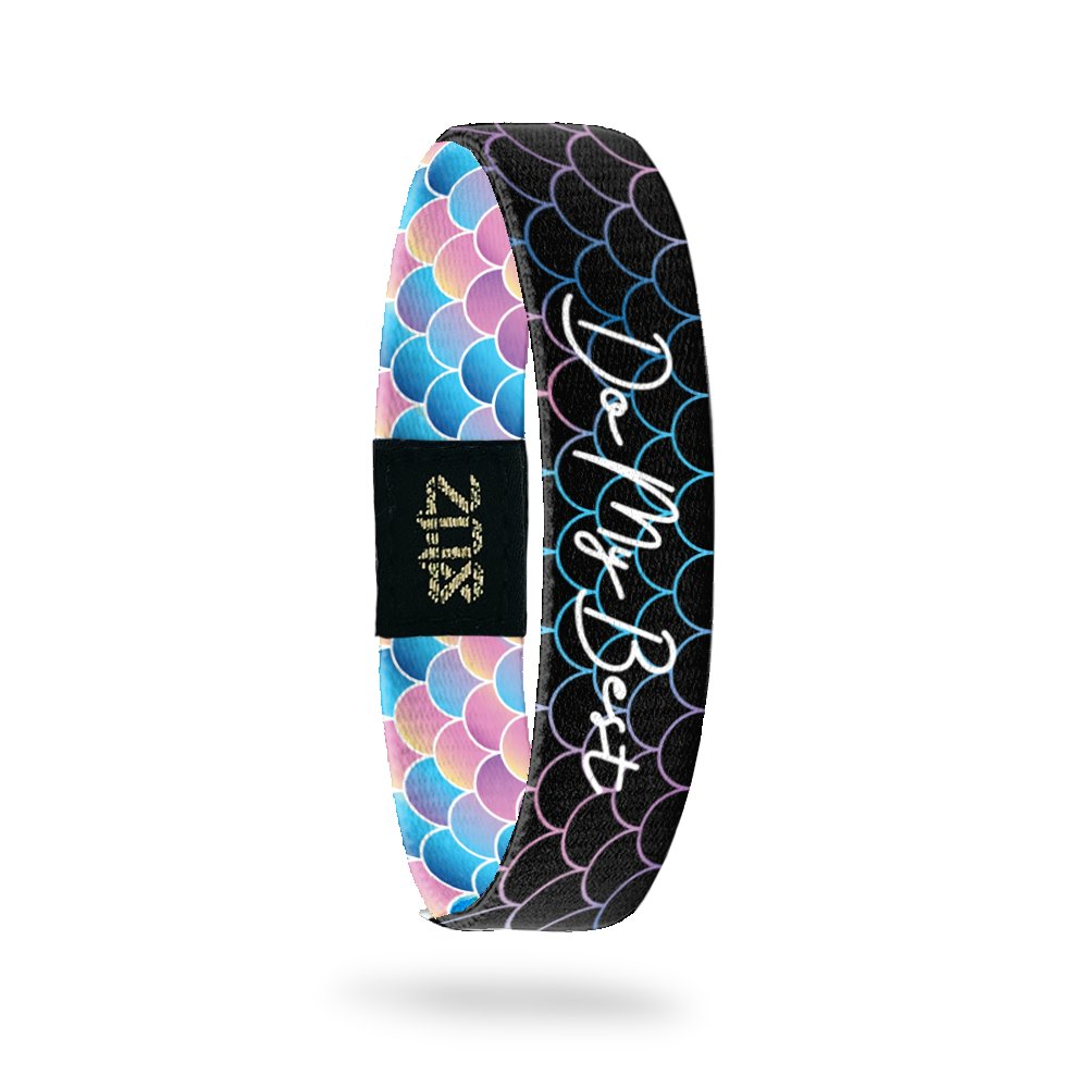 Product photo of inside design with cursive text do my best with black fish scale background