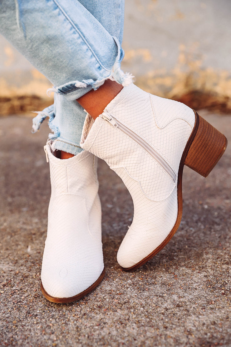 Katie Ruffle Top-Black