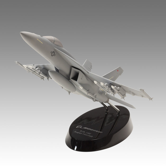 US Navy F/A-18E Super Hornet Military Aircraft Model in 1/48 Scale