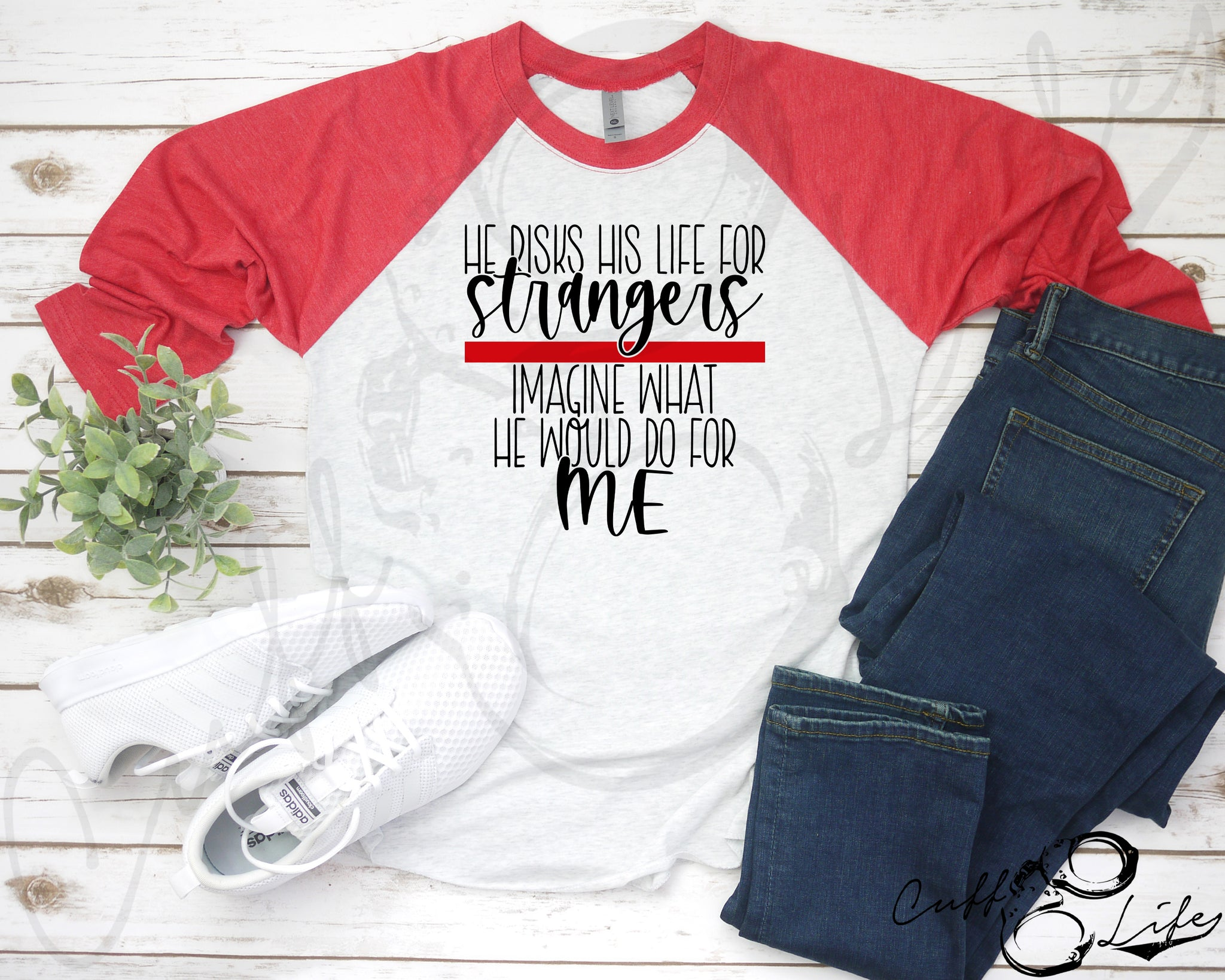 He Risks His Life for Strangers TRL © - 3/4 Sleeve Raglan
