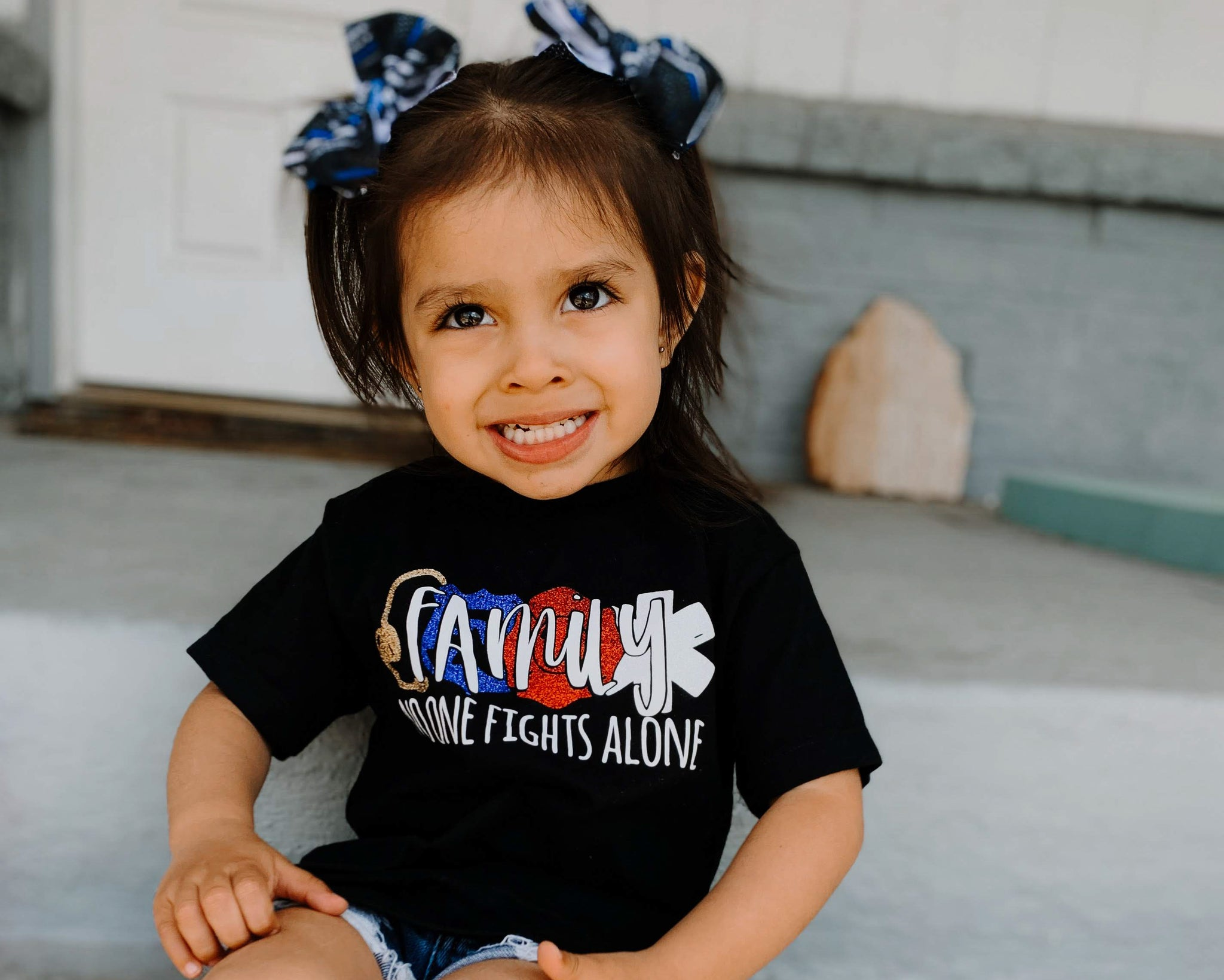 FAMILY No One Fights Alone © - Toddler/Youth T-Shirt