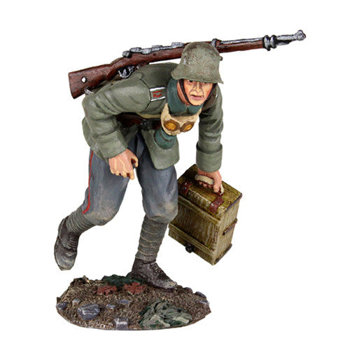 William Britain - 1916-18 German Infantry Advancing with Ammo Box No.1