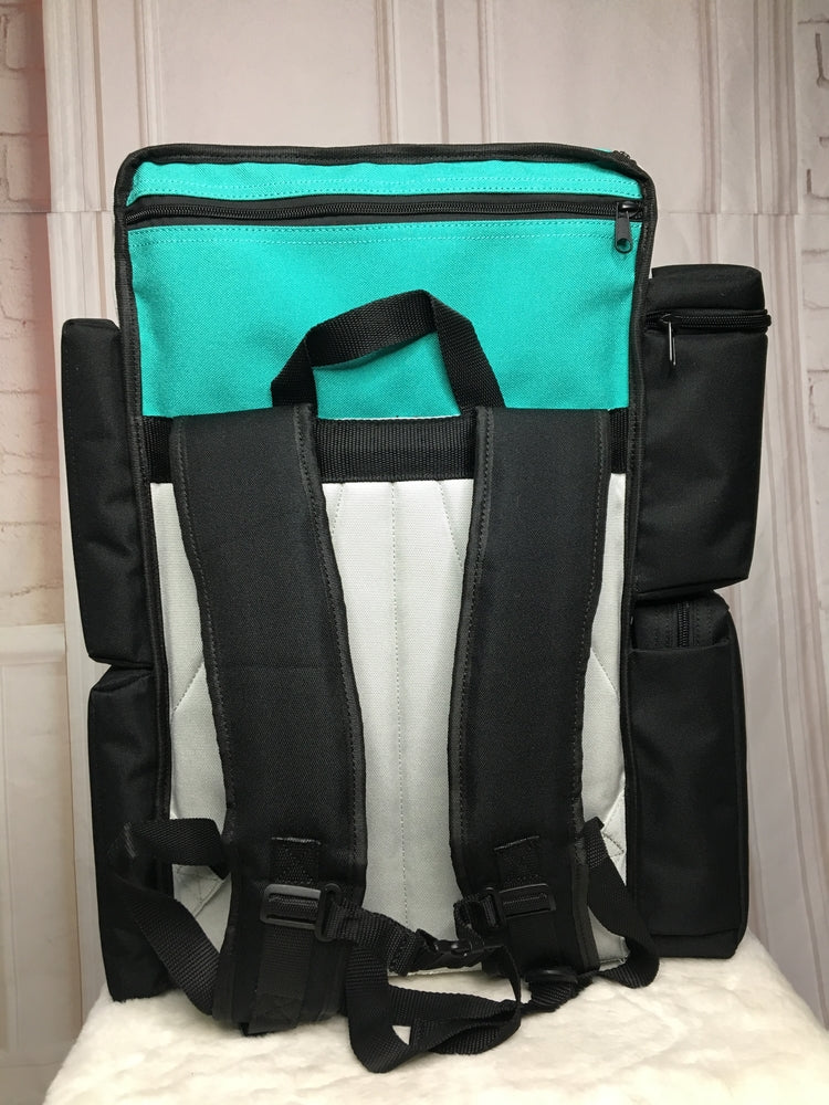 The Decka Changing Station is the next evolution in diaper bags. Its changing station, bassinet, two insulated coolers for food and drink, convenient drop-down wipes pouch make it a great choice for parents