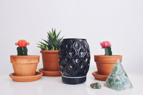 Did you know our Aroma Vase diffuser comes in black? Get yours today by clicking on the link!