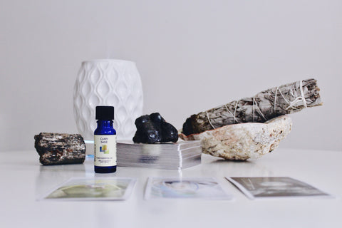Clary Sage has a sweet, musky, spicy odor. It's a very relaxing and uplifting oil that helps ease emotional stress. Helps support healthy immune and reproductive systems.