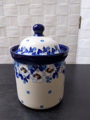 Medium container with lid