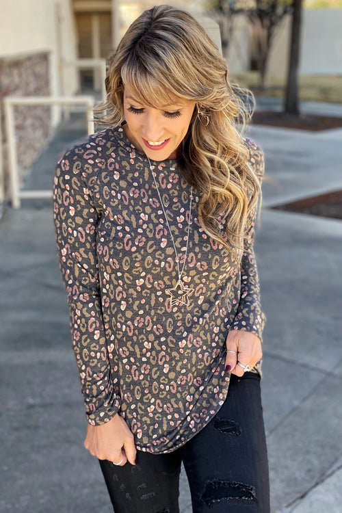 Speak To Me Long Sleeve Curved Hem Print Top
