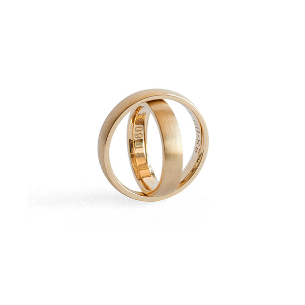 Robsun Wedding Ring Set <p><font size=-1> Matte Gold Exterior and Polished Engraved Gold Interior </font></p>