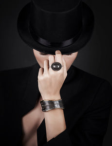 Inspirations Magritte Hat, Double Finger Ring in Oxidized Sterling Silver - Nicolas Ambrosio