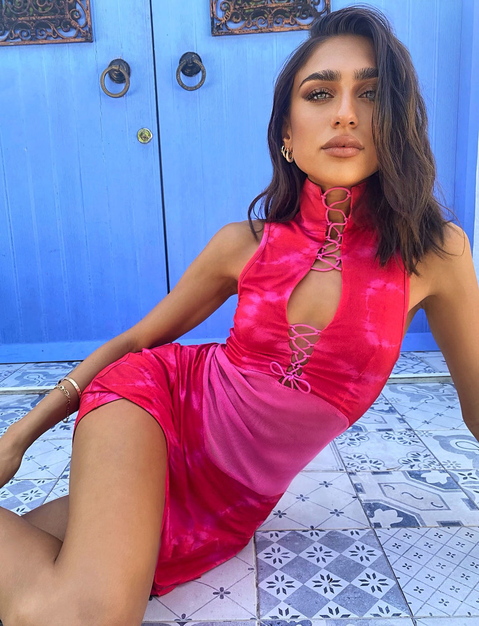 LASSONA MINI DRESS - RED/PINK TIE DYE