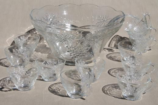 Glass Punch Bowl including 6 cups (Vintage)